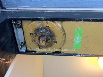 Hydraulic-oil-leak-transom-door-closer-installation-400