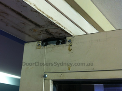 door-closers-sydney-oil-leakage